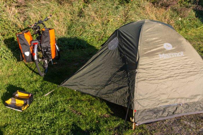 Zelt und Fahrrad